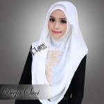 Deeja-Suci-broken-white