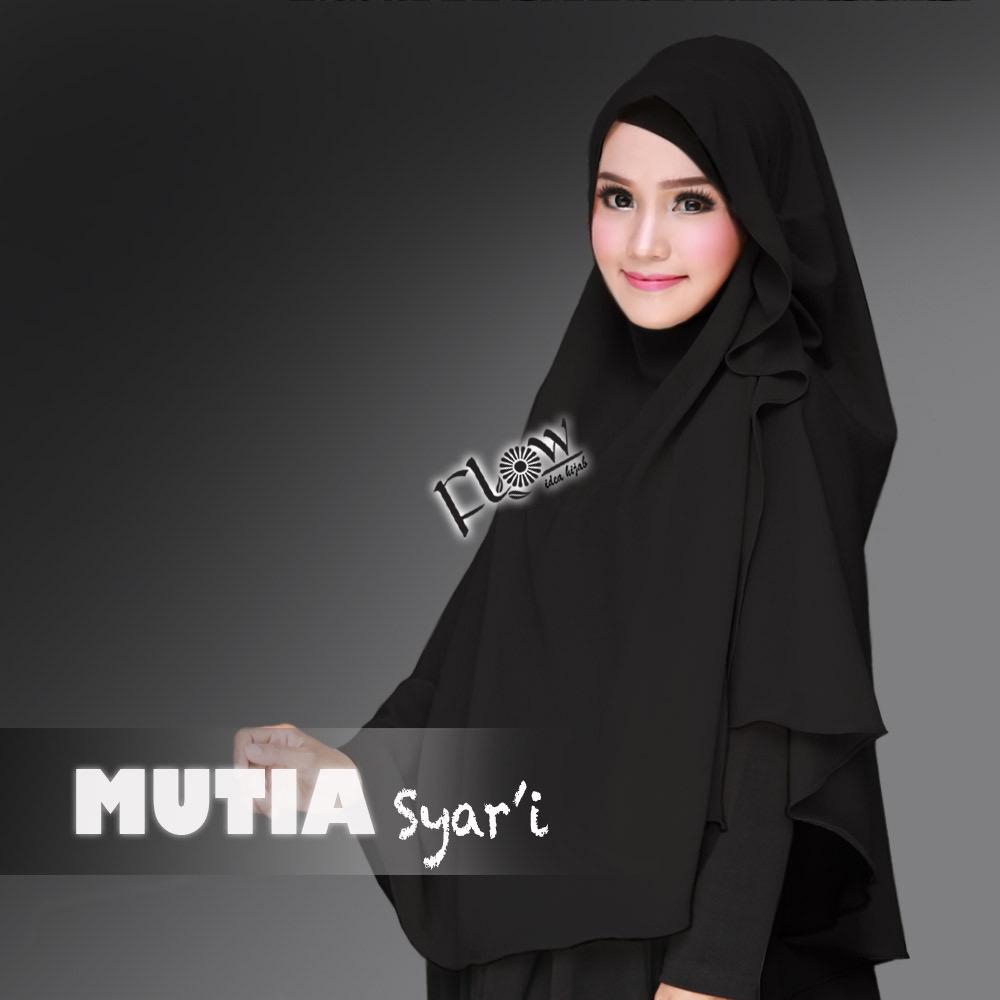 mutia-syari-hitam