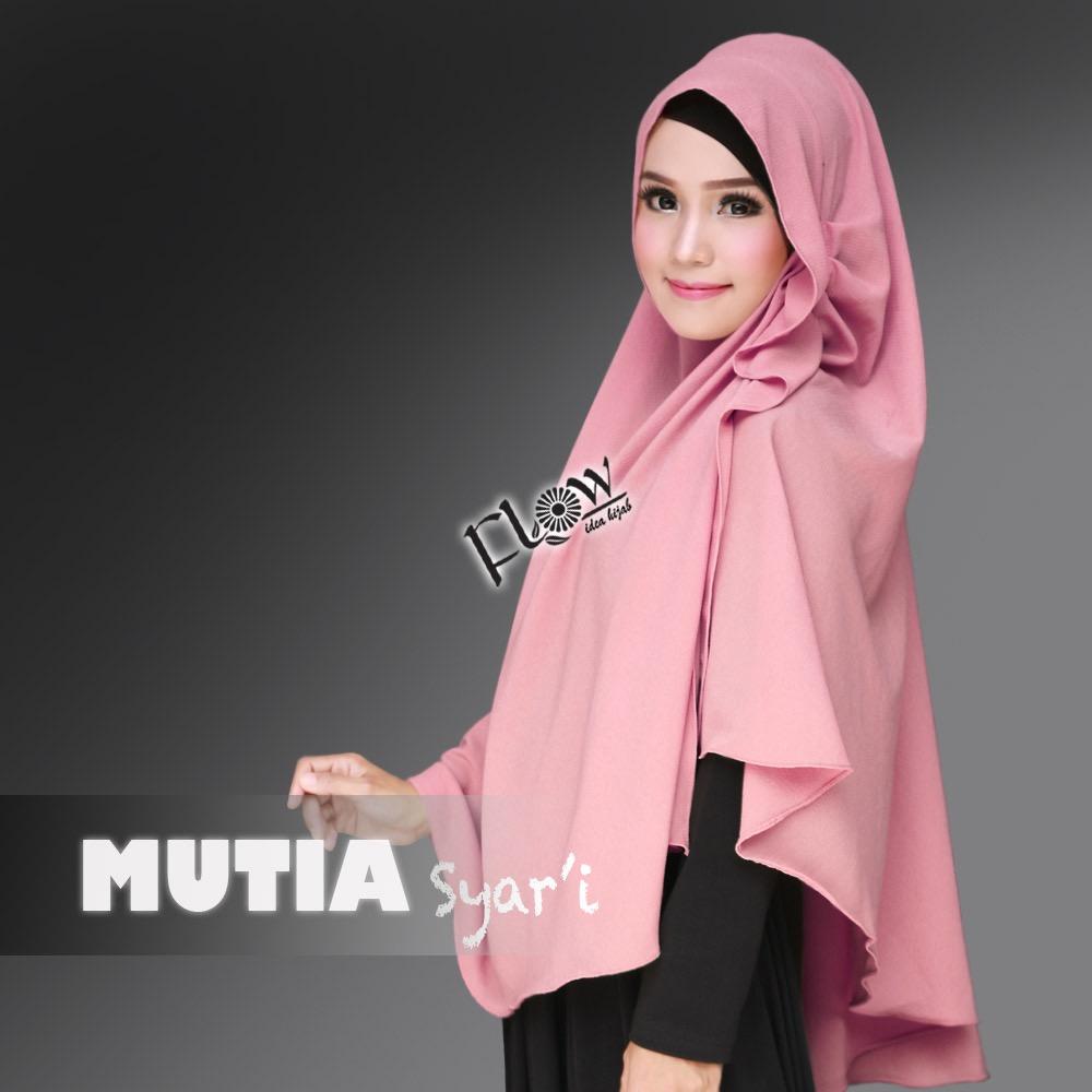 mutia-syari-pink