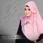 Siria-Mutia-Prada-pink