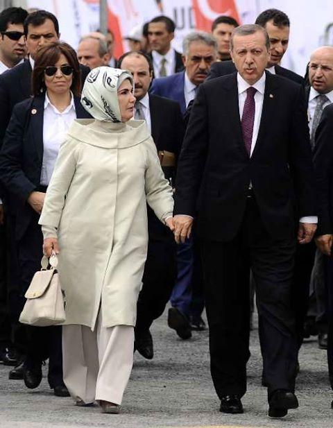Erdogan bersama sang istri.